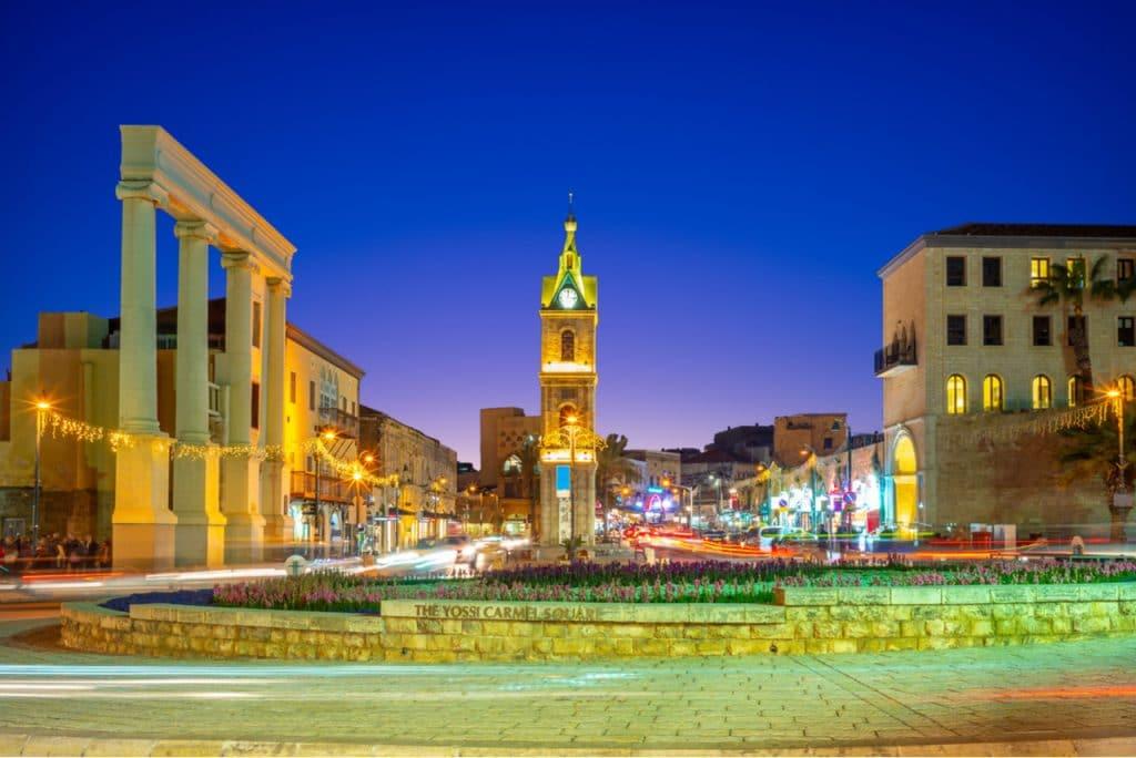 תיירות ביפו - השעון מקום מרכזי וידוע שבו מגוון מסעדות אותנטיות ושוק הפישפשים