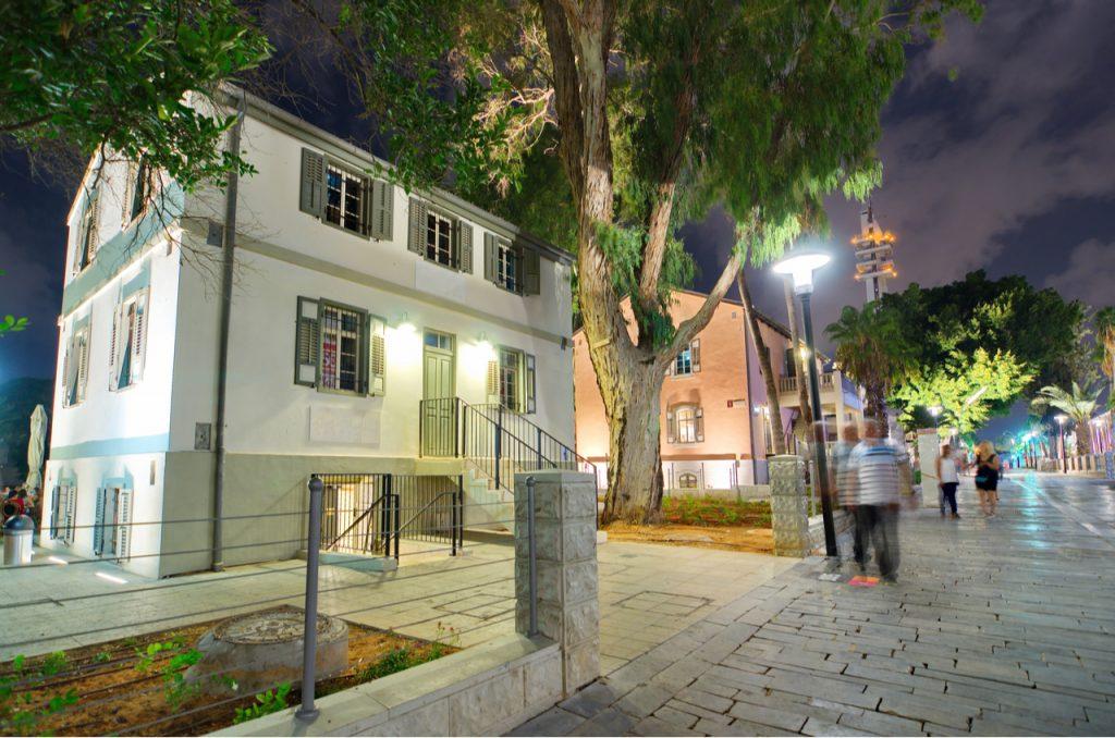 תיירות תל אביב יפו לינה, בתי מלון, ובילויים